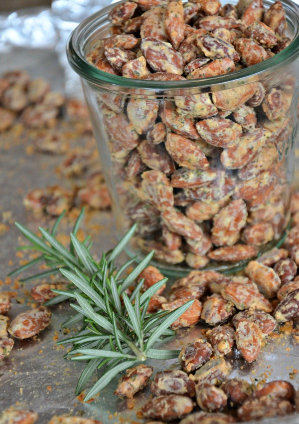 Parmesan Rosemary Almonds | www.mountainmamacooks.com
