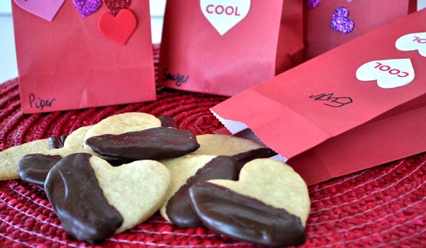 valentines-cookies-kids-chocolate