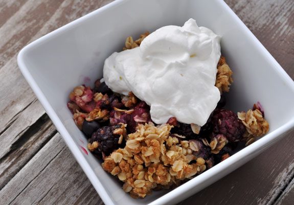 easy-strawberry-raspberry-blueberry-crisp