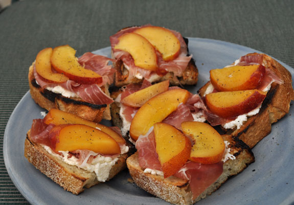 Grilled Bruschetta with Nectarines, Ricotta, and Prosciutto - Mountain ...
