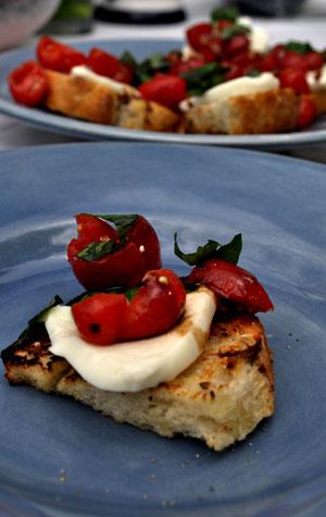 grilled-caprese-bruschetta