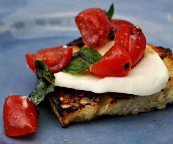 grilled-caprese-crostini