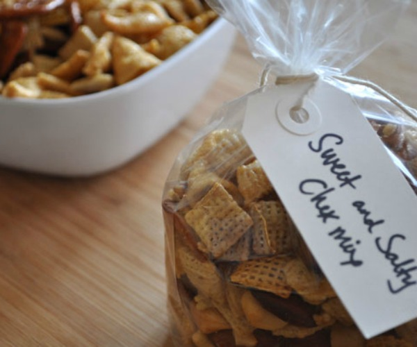 homemade-chex-mix-for-holiday-gifts