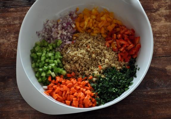 kitchen-sink-quinoa-salad-mountain-mama-cooks-1