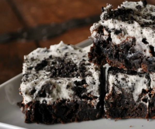 double-cookies-and-cream-brownies-with-oreo-frosting-mountainmamacooks
