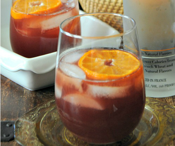 Mulled-Cranberry-Juice-with-Vodka-and-Citrus-www.mountainmamacooks.com_