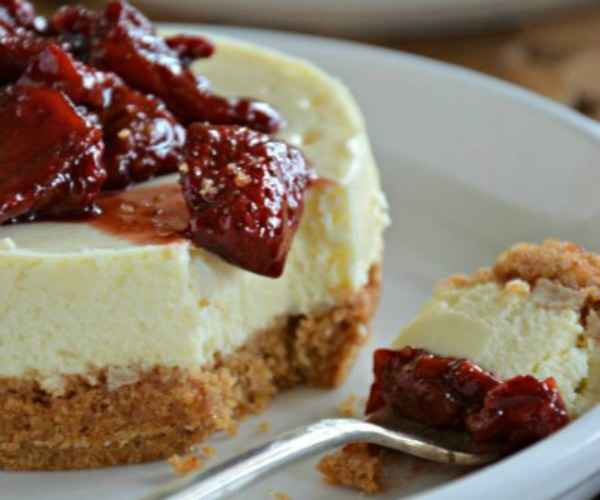Individual-Cheesecake-with-Strawberries-Mountain-Mama-Cooks1