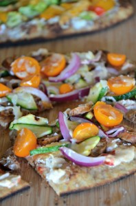whole-wheat-naan-pizza-recipe-with-turkey-sausage-and-veggies