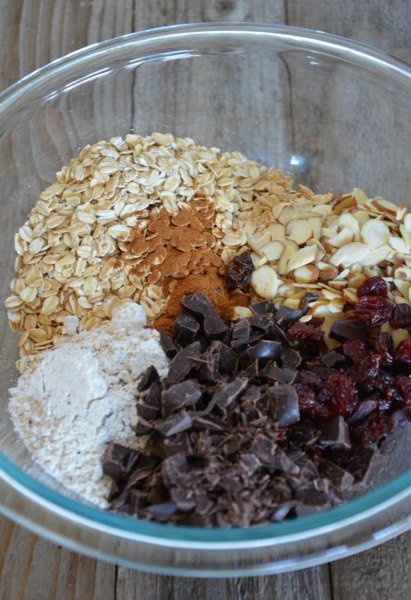 Chewy Granola Bars with Dark Chocolate, dried Cherries & Almonds ...