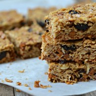 Chewy Cinnamon Raisin Granola Bars | mountainmamacooks.com