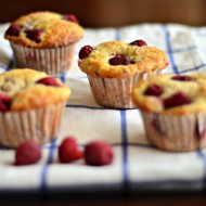 Fresh Raspberry Muffins | mountainmamacooks.com #highaltitudebaking