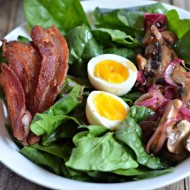 Spinach Salad with Warm Bacon-Mushroom Vinaigrette | mountainmamacooks.com