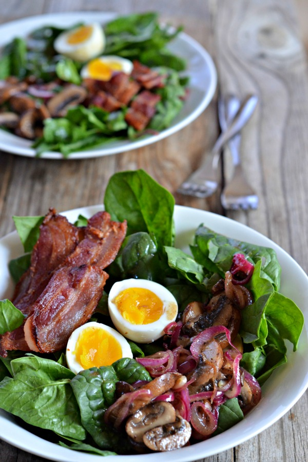 Spinach Salad with Warm Mushroom-Bacon Vinaigrette | mountainmamacooks.com