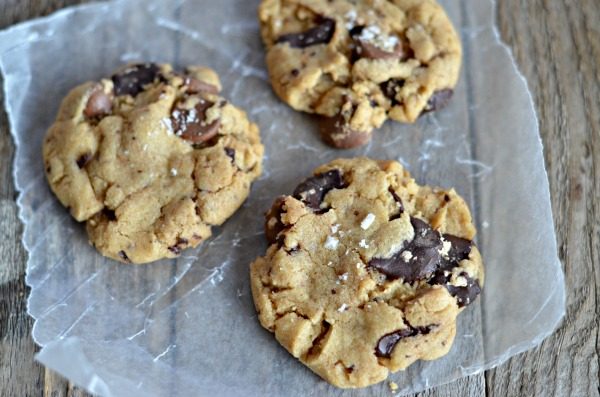 These Salted Chocolate Chip Peanut Butter Cookies are soft, fluffy ...