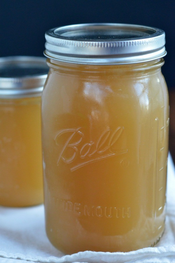 Slow Cooker Chicken Stock | mountainmamacooks.com