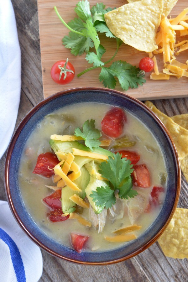 Slow Cooker Creamy White Chicken Chili | mountainmamacooks.com