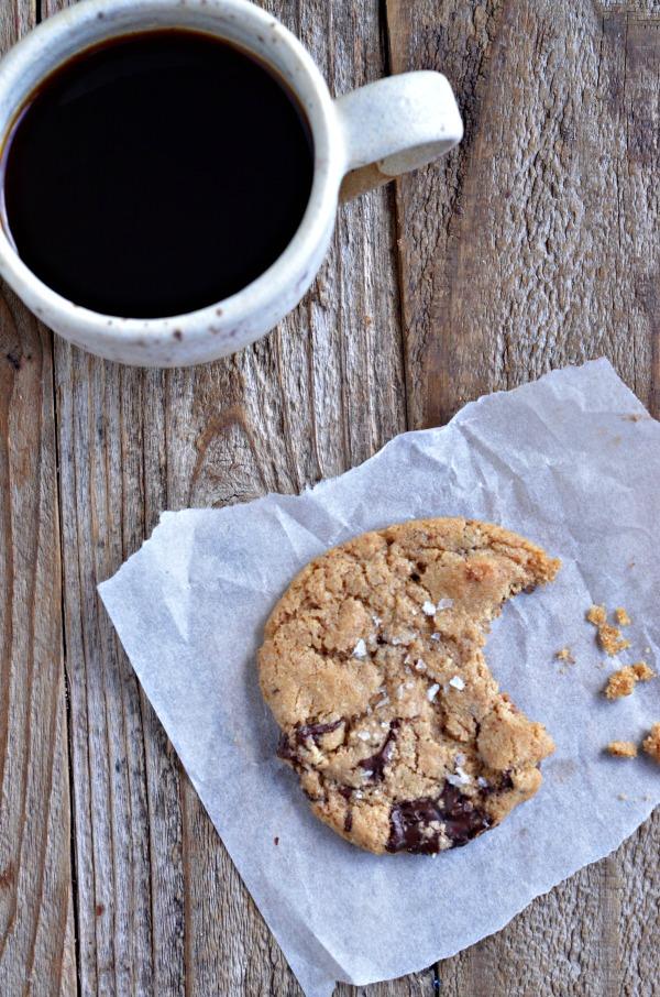 Whole Wheat Almond Chocolate Chunk Cookies | mountainmamacooks.com