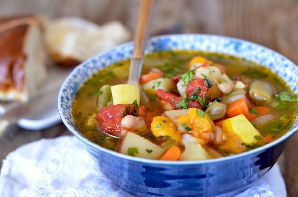 White Bean and Veggie Soup | mountainmamacooks.com
