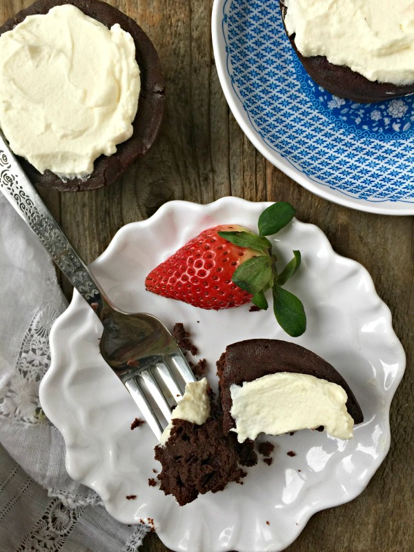 Flourless Chocolate Cupcakes | mountainmamacooks.com