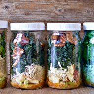 Kale, Quinoa, and Apple Mason Jar Salad | mountainmamacooks.com