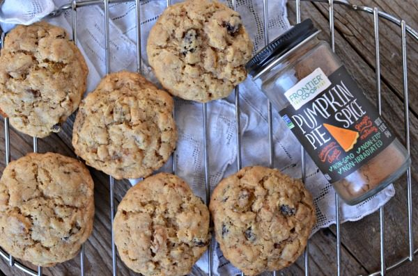 Pumpkin Spice Oatmeal Raisin Cookies | www.mountainmamacooks.com