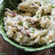 Instant Pot Garlic Pepper Mashed Potatoes | www.mountainmamacooks.com
