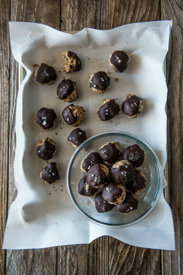 Peanut Butter Cup Energy Bites | www.mountainmamacooks.com